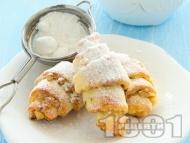 Рецепта Домашни кифлички без мая с извара, ананас и лешници